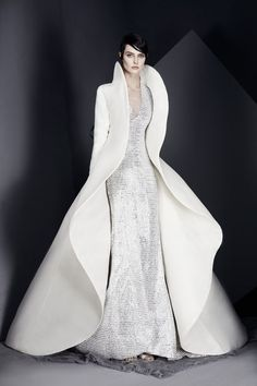 Ashi Studio Spring/Summer 2017 Couture Collection Couture bridal gown by Ashi Studio. Style Haute Couture, Couture Fashion, Runway Fashion, Fashion Show, Fashion Design, Fashion News, Couture Bridal, Fashion Spring, Fashion Art