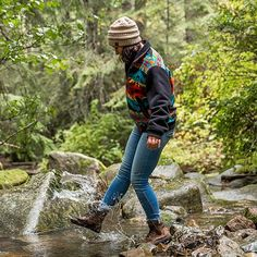 Hiking Boots Outfit, Cute Hiking Outfit, Outdoorsy Style, Outdoorsy Fashion, Granola Girl, Camping Aesthetic, Hiking Fashion, Cute Outfits, Girl Outfits