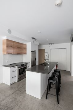 Cuisine KnightsBridge Montreal, Kitchen Sets, Condos, Design, Home Decor, Kitchens, Real Estate, Diy Kitchen Appliances, Decoration Home