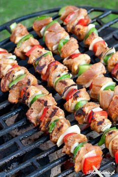 Mexican Pork and Vegetable Skewers for the grill this weekend. (in Polish with translator) Pork Skewers, Kabobs, Pork Recipes, Cooking Recipes, Vegetable Skewers, No Cook Meals, Food To Make, Main Dishes, Ethnic Recipes