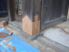 Ever heard of the Japanese Otemon-splice joint? Also called basara-tsugi, used to replace the rotten base of a column. Thanks to Chris Hall  http://thecarpentryway.blogspot.com/2012/12/chasing-transcendence.html?utm_content=bufferc81ab&utm_medium=social&utm_source=pinterest.com&utm_campaign=buffer