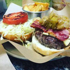 Honey...oh sugar sugar...You are my candy girl...And you've got me wanting you.  No, non volevamo cantare! Volevamo solo dirvi che il nostro #sugarshack è una bomba.  #lelenaburger #burger #salumeria #gourmet #forfoodlovers #food #foodporn #hamburger #streetfood #ny #american #aversa #napoli #caserta #sud #aiscream #special