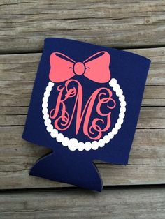 Heat transfer vinyl custom order monogram design for koozie. More Más Vinyl Monogram, Monogram Design, Monogram Gifts, Silhouette Cameo Projects, Silhouette Design, Silhouette School, Silhouette Machine, Vinyl Crafts, Vinyl Projects