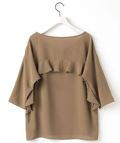 Cute boxy top with ruffle