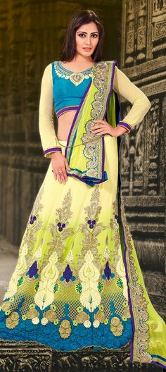 132675: RIMI SEN models lehenga #Bollywood #Bridalwear
