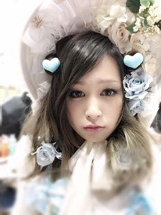 RT @yurika_akiyama: 2月24日に発売「Gothic&Lolita Bible」の撮影でした♡メンバーみんな大変身してます http://flip.it/0MHpw