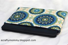 Tutorial for zippered laptop sleeve -- have made two, and they've turned out very well!