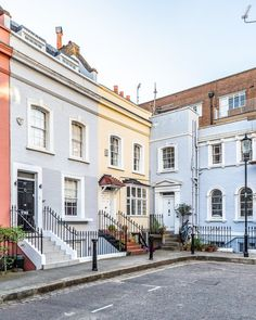 A pretty corner with colorful houses just off the King's Road in Chelsea, London. #house #london #chelsea