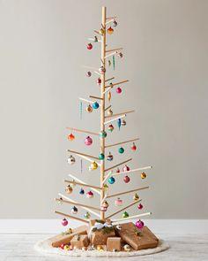 Traditional Christmas Tree, Unique Christmas Trees, Alternative Christmas Tree, Christmas Tree Painting, Christmas Tree Crafts, Wooden Christmas Trees, Handmade Christmas Decorations, Christmas Traditions, Christmas Ornaments