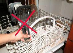Рейтинг-2015 встроенных посудомоечных машин 45 см: практичные, эффективные, функциональные http://happymodern.ru/rating-vstroennykh-posudomoechnykh-mashin-45-sm-praktichnye-effektivnye-funkcionalnye/ Рейтинг встроенных посудомоечных машин 45 см. Посудомоечная машина и сама нуждается в мытье. Здесь следует учитывать характеристики воды в вашей местности. Например, если вода у вас жесткая - для очистки поддона и стенок машины от известкового налета можно использовать раствор столового уксуса