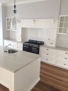 New Kitchen Island Countertop Contrasting Ideas Kitchen Island Bench, Kitchen Benches, Kitchen Mantle, Kitchen Islands, Kitchen Living, New Kitchen, Kitchen Ideas, Kitchen Decor, Black Kitchens