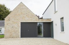 34 Inspiring Contemporary Farmhouse Designs Ideas Best For Any Home Designs - Trendehouse Farmhouse Design, Modern Farmhouse, Home Design, House Outside Design, Miniature Houses, Exterior Design, Garage Design, Contemporary Design, Facades