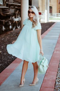 A Very Pregnant Cara Loren Looking Gorgeous As Usual Dress Ted Baker Bag Shoes Kate Spade Sunnies Valentino Retro Version Bracelets Derng