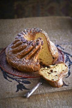 En Alsace, cette fameuse brioche ronde est servie le dimanche matin au petit déjeuner. Elle est également appréciée à l'heure de l'apéritif, accompagnée d'un verre de gewurztraminer.