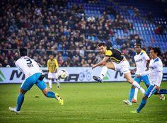 PSV-er Karim Rekik (3) werpt zich in de met 1-0 van Vitesse gewonnen wedstrijd in de baan van het schot van Denis Oliinik.  2015-01-18