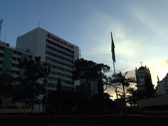 Amanecer sobre el centro de la ciudad San Pedro Sula, Cn Tower, Building, Travel, Dawn, Centre, Cities, Viajes, Buildings