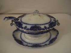 my ideal china pattern...flow blue...found it in an antique shop and fell in LOVE