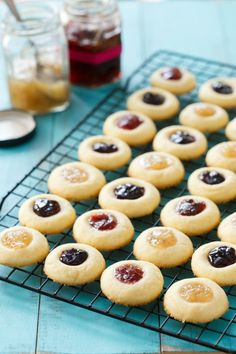 Jam-Filled Thumbprint Cookies Buttery shortbread thumbprint cookie recipe filled with homemade fruit jam (any flavor you choose!) These tasty little cookies are a reader favorite, for good reason! Shortbread Thumbprint Cookies Recipe, Cookies Receta, Yummy Cookies, Buttery Cookies, Raspberry Thumbprint Cookies, Gourmet Cookies, Holiday Baking, Christmas Baking, Christmas 24