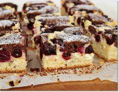 Tejfölös meggyes pite - Hozzávalók: egy 40 X 30 cm -es tepsihez 15 dkg puha… Fruit Recipes, Sweet Recipes, Cake Recipes, Ricotta, Hungarian Recipes, Sweet Pie, Italian Desserts, Pastry Cake, Sweet Cakes
