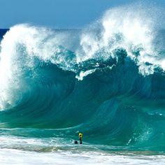 фото волны изнутри  Otvlekator.ru  Необузданная мощь бушующих волн, снятая изнутри Неподвластная человеку морская стихия и необъятные морские просторы всегда были ...