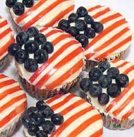 Patriotic cupcakes - Perfect for 4th of July or a Homecoming or Promotion party!  Love it. - MilitaryAvenue.com