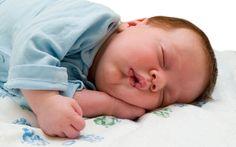 Bebeklerde Uyku Gelişimi Nasıl İlerler? Bebekler için uyku düzeni, uyku gelişimi oldukça önemlidir. Bebeklerin hem fiziksel hem de bedensel gelişimi için yeterince uyumaları gereklidir. Ancak pek çok ebeveyn çocukların günlük olarak kaç saat uyuması gerektiğini bilmemektedir. Özellikle de gece uykularını alan bebeklerin daha mutlu ve huzurlu oldukları saptanmıştır. Ancak bebekler belli bir döneme gelene kadar …