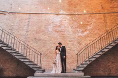Wow... was für eine Hochzeit! Nadia & Joni haben es so richtig krachen lassen und ihre Traumhochzeit in einem coolen, urbanen Industrie-Setting gefeiert - mit vielen, vielen Freuden aus der gan...