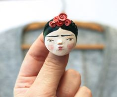 ONE OFF Frida Kahlo inspired doll face brooch or necklace - wearable art - sculpted paper clay pin Diy Clay, Clay Crafts, Paper Dolls, Art Dolls, Paper Clay Art, Frida Art, Biscuit, Clay Figurine, Matryoshka Doll