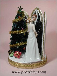 omg. wedding cake topper with CHRISTMAS! bahahaha.