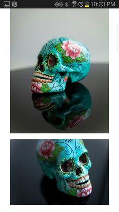 Turquoise Day of the dead skull Mexican Skulls, Mexican Folk Art, Crane, Sugar Skull Art, Sugar Skulls, Skull Painting, Body Painting, Day Of The Dead Skull, Candy Skulls