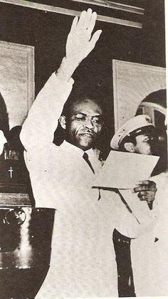 Dumarsais Estimé taking the presidential oath in 1946
