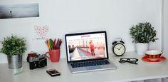 Sua mesa no escritório está mais bagunçada do que sua vida amorosa? Então siga nossas dicas para não se perder mais entre papéis e canetas... Im A Mess, Study Tips, Pens, Career, Love Life, Organize