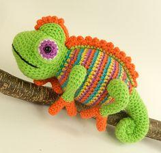 Camelia the Chameleon, Amigurumi Crochet Pattern.
