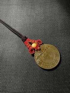 喜气洋洋扣头-手工客官网 Micro Macramé, Macrame Design, Macrame Tutorial, Beaded Jewelry, Pendant Necklace, Personalized Items, Inspiration, Bead, Crafting