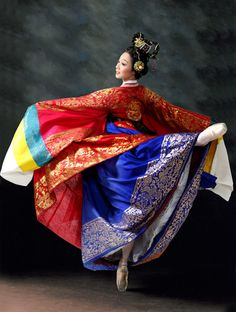 Hanbok, Korean traditional clothes  This is one of the most beautiful pictures of wonsam I have ever seen!