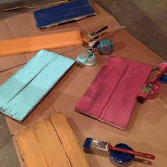pallet signs constructing process, crafts, painting, pallet, repurposing upcycling