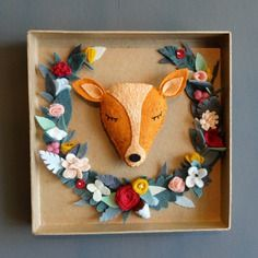 Cadre boite biche couronne de fleurs