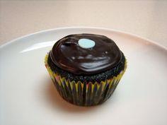 #Vegan Dark Chocolate Cupcakes with Ganache #recipe via @cupcakeloveblog