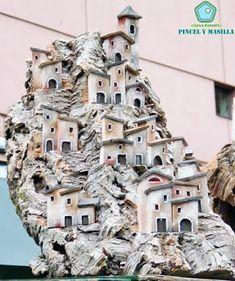 Pincel y Masilla: [Belenes] Época de belenes. Tower, Spirituality, Cardboard Houses, Nativity Sets, Birth, Nativity Scenes, Christmas Crafts, Creativity, Stones