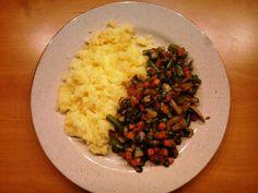 Kytičkový den - šťouchané brambory s trochou rostlinného masla Flora light + dušené žampióny se zeleninou Delena, Risotto, Flora, Diet, Ethnic Recipes, Plants, Banting, Diets, Per Diem