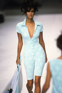 Chanel Spring 1996 Ready-to-Wear Collection - Vogue 2000s Fashion, New Fashion, Runway Fashion, Fashion Show, Vintage Fashion, Fashion Outfits, Fashion Tips, Fashion Trends, Fashion Design