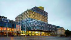 De peperdure nieuwe bieb in Birmingham. Geen geld meer voor boeken en personeel!
