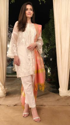 Sana javed white dress collection ❤in. ✨**unique in white** board created by **Haya Maik** ✨ Pakistani Casual Wear, Pakistani Formal Dresses, Pakistani Dress Design, Pakistani Outfits, Indian Dresses, Indian Outfits, Pakistani White Dress, Stylish Dress Designs, Stylish Dresses