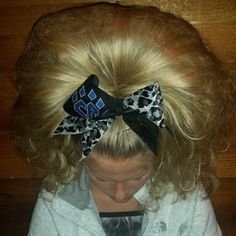 justcheerforit: cheerleadingproblems: shutupandletmecrush: jumpstunttumble: Holy hair Stop Swear she buried Maddie Gardner's confidence after falling in 2011 somewhere in her hair don't do this I like the teased ponytails but this is a bit intense. Big Blonde Hair, Long Hair With Bangs, Very Long Hair, Bad Hair, Teased Ponytail, Medium Hair Styles, Long Hair Styles, Hair Medium, Cheer Hair