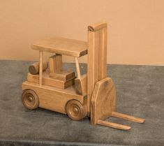 Handmade Wooden Toy Construction Forklift Tractor Trailer Truck Made in USA - Сделай сам lentynos - Wooden Toy Trucks, Wooden Car, Woodworking Toys, Woodworking Projects, Woodworking Classes, Wooden Projects, Wood Crafts, Diy Wood, Miniatur Motor