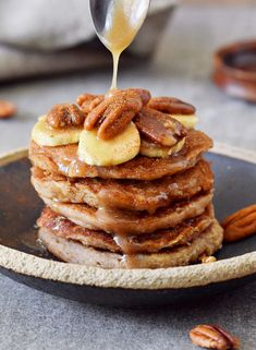 Vegan banana oat flour pancakes for breakfast! This basic recipe is healthy, gluten-free, refined sugar-free, dairy-free, egg free & very easy! Oat Pancakes Vegan, Pancakes Végétaliens, Banana Oatmeal Pancakes, Vegan Breakfast, Vegan Recipes, Stuffed Peppers, Snacks, Dairy Free, Gluten Free