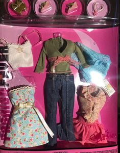 Fashion fever —back photos were generic . From 2004 Barbie Doll Set, Barbie Doll House, Beautiful Barbie Dolls, Barbie I, Barbie Wardrobe, Barbie Outfits, Barbie Clothes, Fashion Dolls, Fashion Outfits