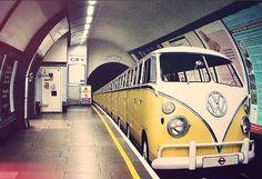 Non sognate tutti di vedere all'improvviso una tube simile a #Londra? Noi questa non ve la possiamo dare, ma possiamo offrirvi Londra a #Dicembre Volo+2Notti da 184€, guardate qua www.it.lastminute.com #travel #pinspiration