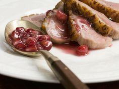 Entenbrust mit Granatapfelsoße ist ein Rezept mit frischen Zutaten aus der Kategorie Ente. Probieren Sie dieses und weitere Rezepte von EAT SMARTER!