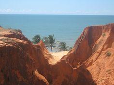 As falésias de Morro Branco, no Ceará, são formações de areia esculpidas pela ação dos ventos e da chuva. Leia mais no blog Destino Brasil. http://blog.turismo.gov.br/